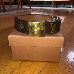Louis Vuitton classic canvas leathermonogram belt